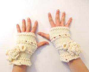 Rose Onie hand warmer Ivory