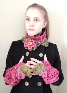 Wild Rose Collar Wild Rose hand warmer