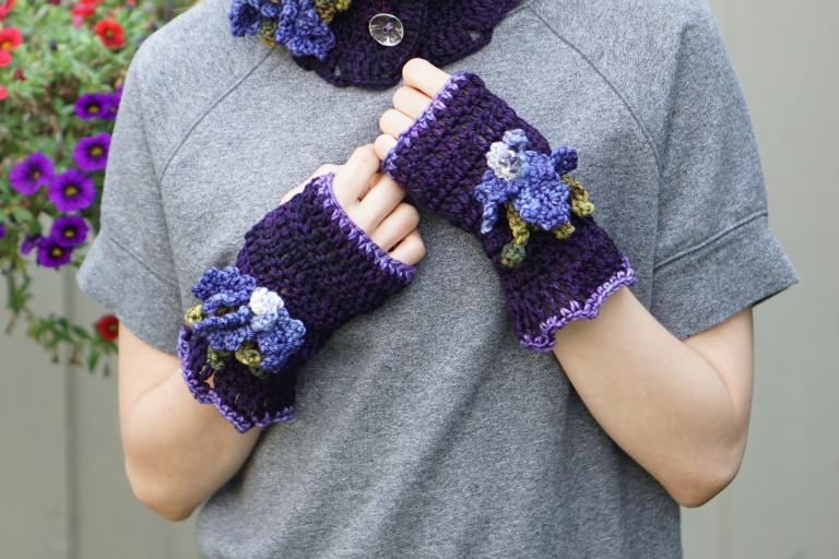 iris hand warmersworsted blackberry1