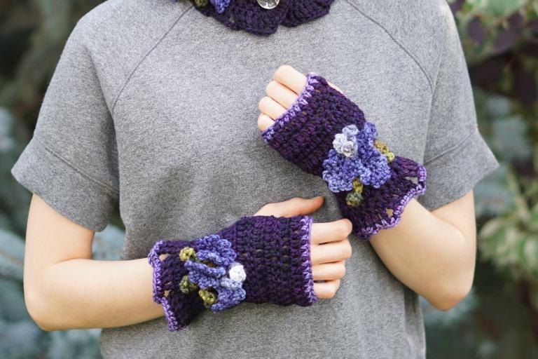 iris hand warmersworsted blackberry2