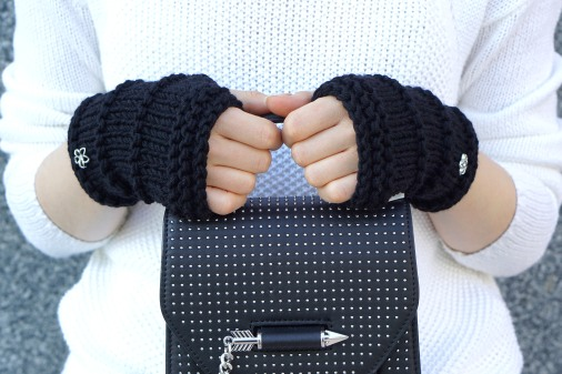 elle hand warmers black