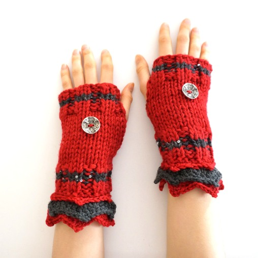 elegant-hand-warmers-red-gray