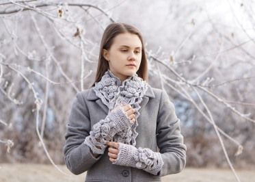 elegant-rose-long-scarf-snowfall-gray-hand-warmers