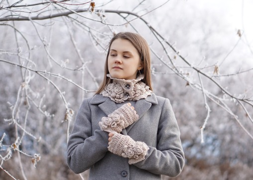 elegant-rose-scarf-hand-warmers-ivory2
