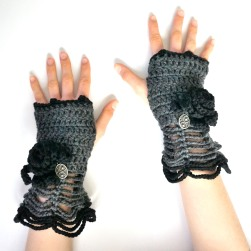 rose-hand-warmer-gray-black