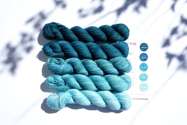 knitting-yarn-party-of-5-blues